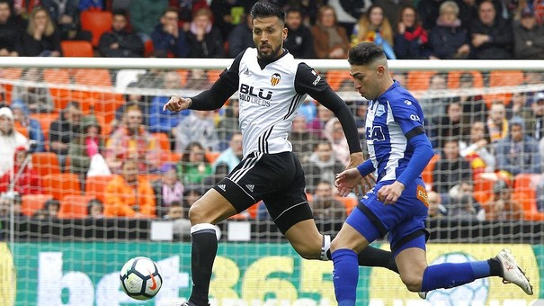Garay the player in the squad with the most Champions League experience -  Valencia CF Official webpage 65bedeecf